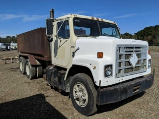 1983 International F-2275 Water Truck