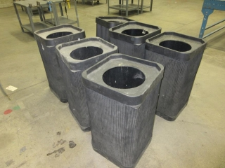 Plastic Garbage Cans(Must Take 6 Times The Money Price) UNRESERVED