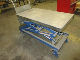 Hydraulic Lift On Wheels UNRESERVED