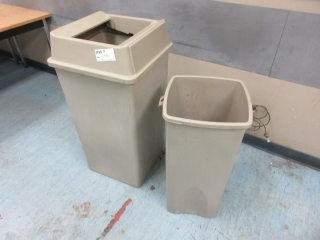 2 Garbage Cans UNRESERVED
