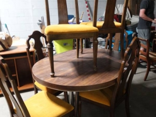 Dining room set- Table w/ 6 Thomasville chairs