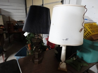 2 table lamps.