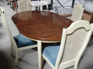 French Provincial dining room set- Table w/ 4 chairs & 2 leaves- Matches china cabinet & Buffet