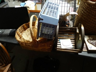 Lot of wicker style basket and plastic basket.