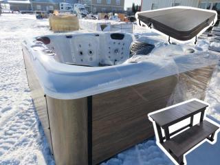 109 Jet Luxury Spa Hot Tub, Alum. Skirt Unused