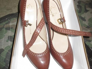 Ladies Shoes - Size 10M UNRESERVED