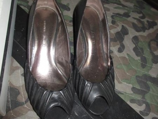Ladies Shoes - Size 5.5 UNRESERVED