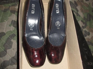 Ladies Shoes - Size 3.5 UNRESERVED