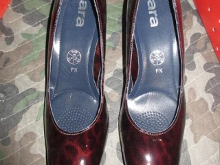 Ladies Shoes - Size 5 UNRESERVED