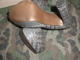Ladies Shoes - Size 6M UNRESERVED
