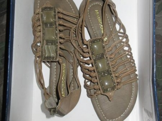 Ladies Shoes - Size 6.5M UNRESERVED