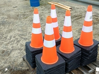 (UNUSED) QTY OF (50) ORANGE SAFETY CONES