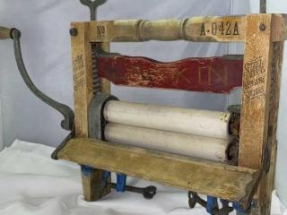 Antique Clothes Ringer