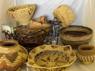 Woven Baskets/Metal Basket