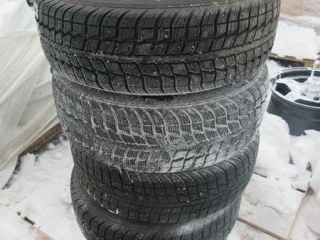 Federal 215/65R16 Tires on Rims - BID PRICE IS PER TIRE MUST TAKE 4 TIMES THE MONEY UNRESERVED