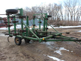 MELROE 25' PULL TYPE CHISEL PLOW, WING FOLD