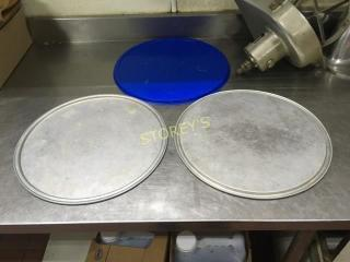 Crown 15  Pizza Tray w  Some lids