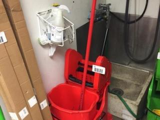 Red Mop   Bucket w  Wringer