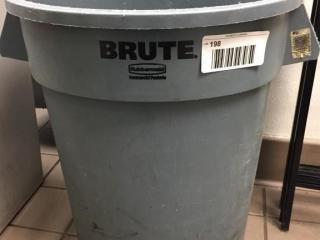 Rubbermaid BRUTE Waste Pail