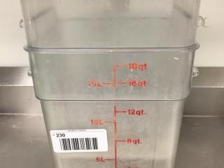 18 Qt  Food Storage Container w  lid x 2