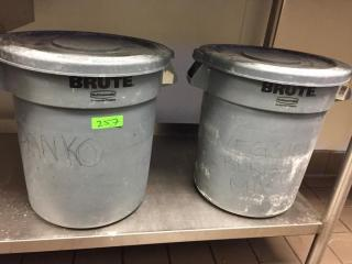 Rubbermaid BRUTE 1  Gal  Trash Can w  lid