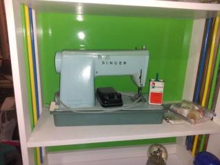 Vintage Singer Sewing Machine Minus Lid with Minor Accessories