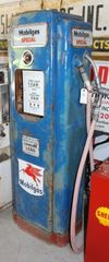 Mobil Model 70 gas pump, Mobilgas Special inserts (missing one), back door