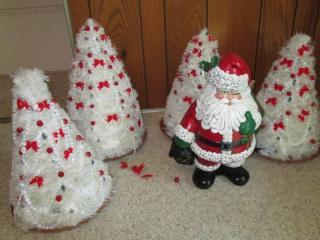 (4) Christmas Trees Lights Up *Unte...