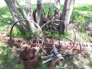 3 Wagon Wheels & Garden Décor {Nex...