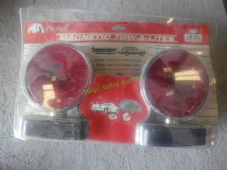 New/Unused Magnetic Towing Lights