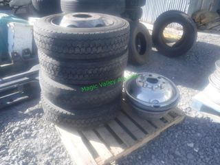 Set of 4 Ford 10 Hole Wheels & Tires w/ Covers
