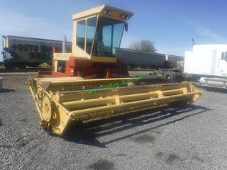 1988 New Holland 1118 Swather