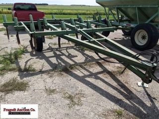 John Deere 1600 Chisel Plow, 14'