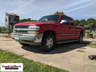 1999 Chevrolet extended cab pickup, 4x4, shows 25