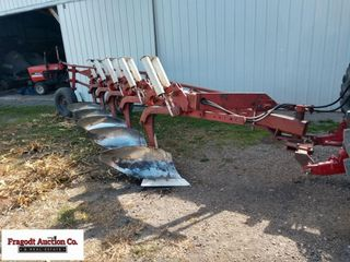 International 720 Plow, 5/18's, Automatic Resets,