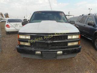 2000 Chevrolet Tahoe 1GNEC13R0YR173657 Black