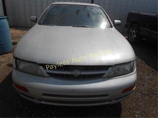 1998 Nissan Maxima JN1CA21D8WT504250 Silver