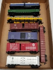 (8) HO Scale Model Train Cars