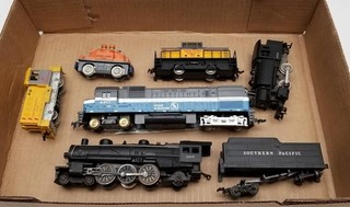 (7) HO Scale Locomotives and Cars