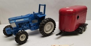 ERTL Ford 7710 Tractor & Horse Trailer