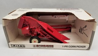 ERTL McCormick IH 1-PR Corn Picker in Original Box