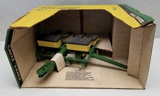 ERTL John Deere Corn Planter in Original Box
