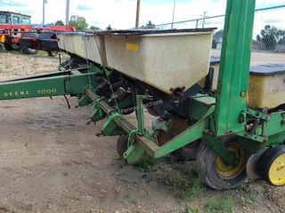 John Deere 7000 8 Row Corn Planter