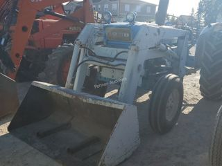 Ford 4000 Tractor, Loader, 3 PTH