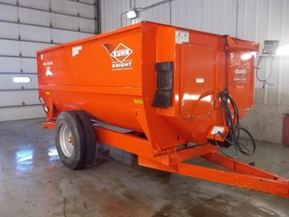 Equipment - Feed/Mixer Wagon KUHN KNIGHT 3130 415