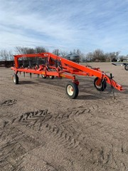 Hay and Forage Equipment - Hay Rakes KUHN SR600 4