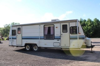 1989 Dutchmen 26' Travel Trailer