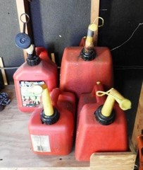 4 piece lot of plastic gas cans to include (1)