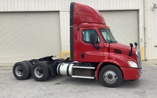 2015 Freightliner Cascadia Road Tractor Day Cab