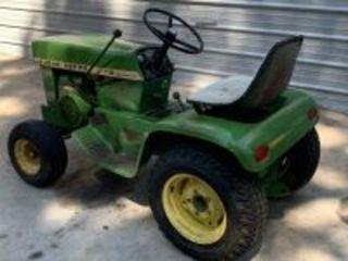 John Deere 112 Hydraulic Lift Garden Tractor